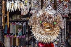 Strachu na wróble balonu ryby sprzedaż przy ulicznym prezenta sklepem obraz royalty free
