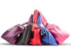 Strack av den kvinnliga handväskan för lyxigt mode på vit bakgrund arkivfoto