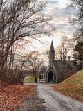 Strada ad una chiesa Immagine Stock