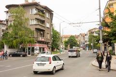 Strada affollata nel vecchio Bourgas, Bulgaria Fotografia Stock