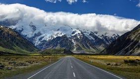 Strada al Mt Cuoco Village, Nuova Zelanda Fotografia Stock Libera da Diritti