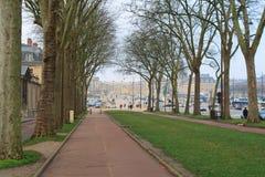 Strada al palazzo di Versailles Fotografia Stock Libera da Diritti