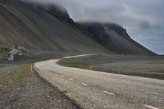 Strada al piede delle colline nordiche Fotografia Stock