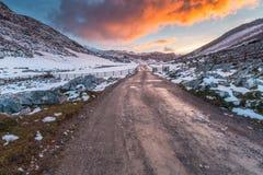 Strada al tramonto nevoso Immagine Stock Libera da Diritti