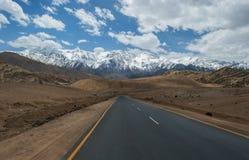 Strada alla montagna dell'Himalaya nel ladak, leh India Immagini Stock Libere da Diritti