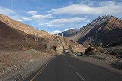Strada alla montagna dell'Himalaya nel ladak, leh India Immagine Stock Libera da Diritti