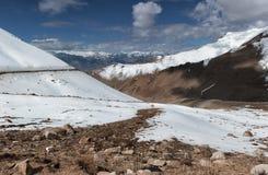 Strada alla montagna dell'Himalaya nel ladak, leh India Fotografia Stock