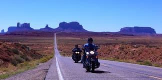 Strada alla valle del monumento, Utah, S.U.A. Immagine Stock Libera da Diritti