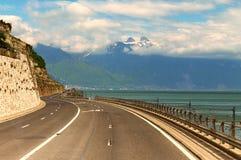 Strada alle alpi svizzere Fotografie Stock Libere da Diritti