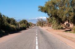 Strada alle montagne di atlante nel Marocco Immagini Stock