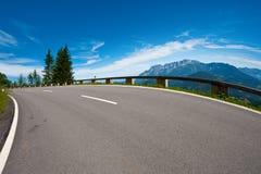 Strada in alpi Fotografie Stock