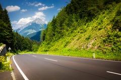 Strada in alpi austriache Immagini Stock