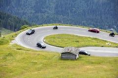 Strada alpina, automobile che accelera, alpi orientali Fotografia Stock Libera da Diritti