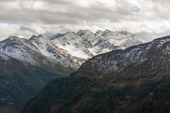 Strada alpina di Grossglockner della catena montuosa alta in Austria Immagini Stock