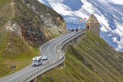 Strada alpina, motorhome che accelera, alpi orientali Fotografia Stock Libera da Diritti