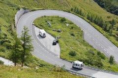 Strada alpina, motorhome che accelera, alpi orientali Fotografie Stock