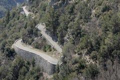 Strada alpina in tana Alpes-Maritimes Fotografia Stock