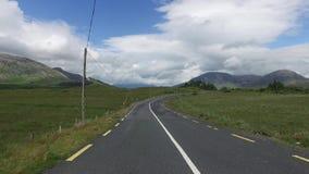 Strada asfaltata al connemara in Irlanda 28 archivi video