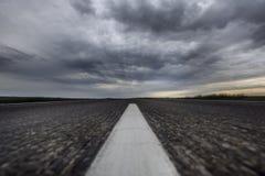 Strada asfaltata Cielo di tuono Deserto Sfuocatura di movimento Fotografie Stock Libere da Diritti