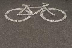 Strada asfaltata con il segno della bici Fotografia Stock