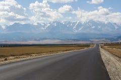 Strada asfaltata, montagne di Altai, Russia Fotografia Stock Libera da Diritti