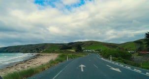 Strada asfaltata vicino alla riva dell'oceano Shevelev stock footage