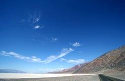 Strada attraverso Death Valley Immagine Stock