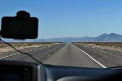 Strada attraverso il deserto del Mojave Fotografie Stock