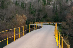 Strada attraverso il fiume Immagini Stock