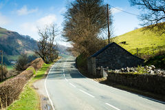 Strada attraverso la campagna del nord di Galles Fotografie Stock Libere da Diritti