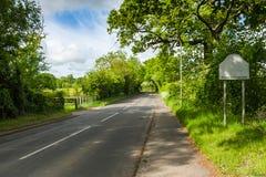 Strada attraverso la campagna verde Fotografia Stock Libera da Diritti