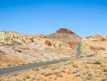 Strada attraverso la valle di fuoco, U.S.A. Immagine Stock