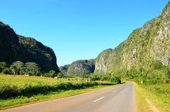 Strada attraverso la valle di Vinales, Cuba Fotografia Stock Libera da Diritti