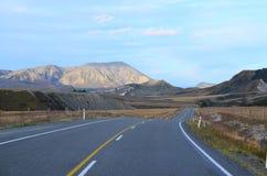 Strada attraverso le alpi del sud in Nuova Zelanda Fotografia Stock Libera da Diritti