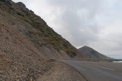 Strada attraverso le frane del hvalnesskridur in Islanda Fotografie Stock
