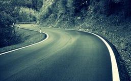 Strada attraverso le montagne Fotografie Stock Libere da Diritti