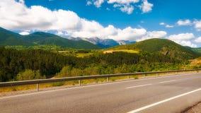 Strada attraverso le montagne di Pirenei in Spagna Fotografia Stock Libera da Diritti