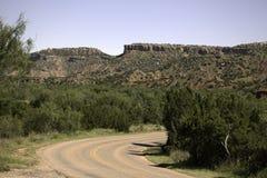Strada attraverso Palo Duro Canyon fotografie stock libere da diritti