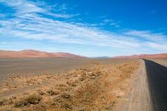 Strada attraverso sossusvly le dune Fotografia Stock Libera da Diritti