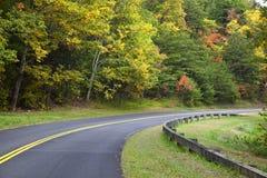 Strada in autunno immagini stock