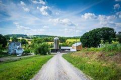 Strada aziendale della sporcizia vicino a Glen Rock, nella contea di York, la Pensilvania Fotografie Stock Libere da Diritti