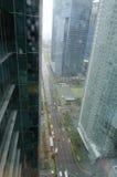 Strada bagnata della finestra di vista superiore della via della città di Singapore Fotografie Stock Libere da Diritti