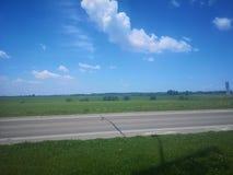 Strada bluesky delle nuvole della natura fotografie stock