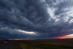 Strada campestre al confine della Cina Russia con la nuvola drammatica Fotografia Stock