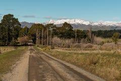 Strada campestre in alpi del sud in Nuova Zelanda Immagine Stock