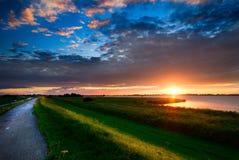 Strada campestre e tramonto Fotografie Stock