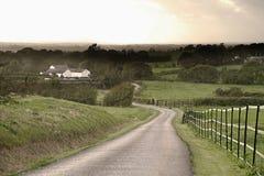 Strada campestre lunga al tramonto Fotografie Stock Libere da Diritti