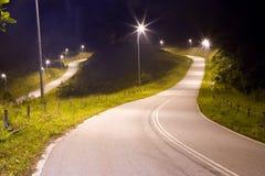 Strada campestre tropicale alla notte Fotografia Stock