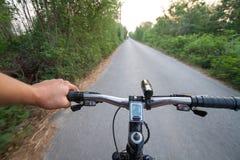 Strada che cicla il tiro grandangolare di velocità Fotografie Stock