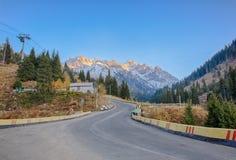 Strada a Chimbulak, Kazakhstan di panorama Immagini Stock